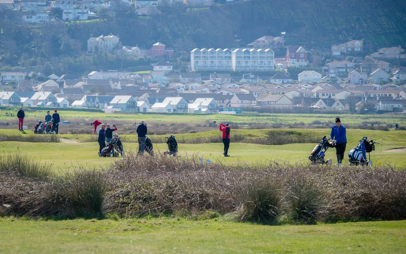 Holiday cottages for golfers in North Devon